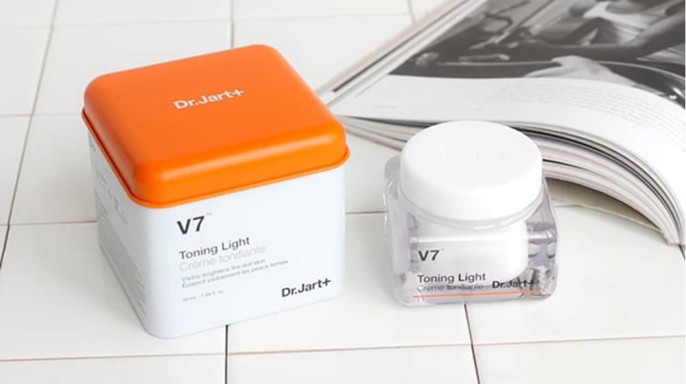 Bóc phốt kem V7 Toning Light, liệu có thực sự dưỡng trắng như lời đồn?