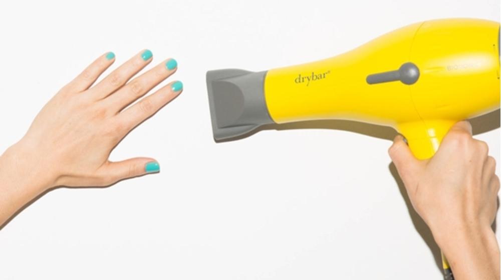 Cách hút bụi bằng máy sấy tóc? 1001 mẹo hay cùng máy sấy tóc