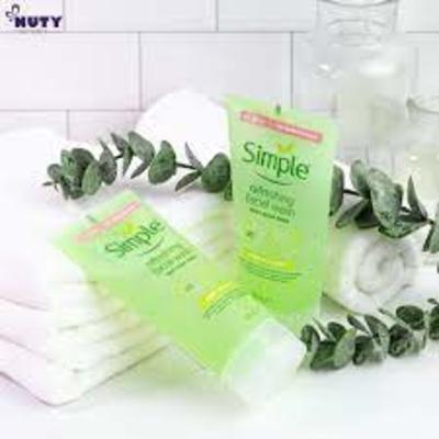 Sữa rửa mặt Simple Kind To Skin Refreshing Facial Wash