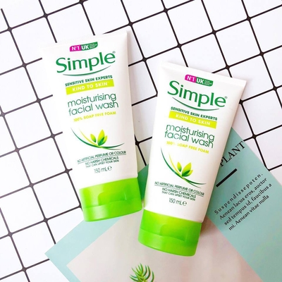 Sữa rửa mặt Simple Moisturising Facial Wash