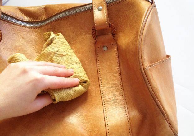 Cách bảo quản túi xách bằng sữa tươi