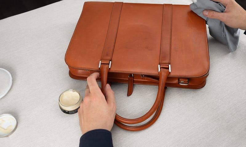 bảo vệ túi xách không bị bong tróc