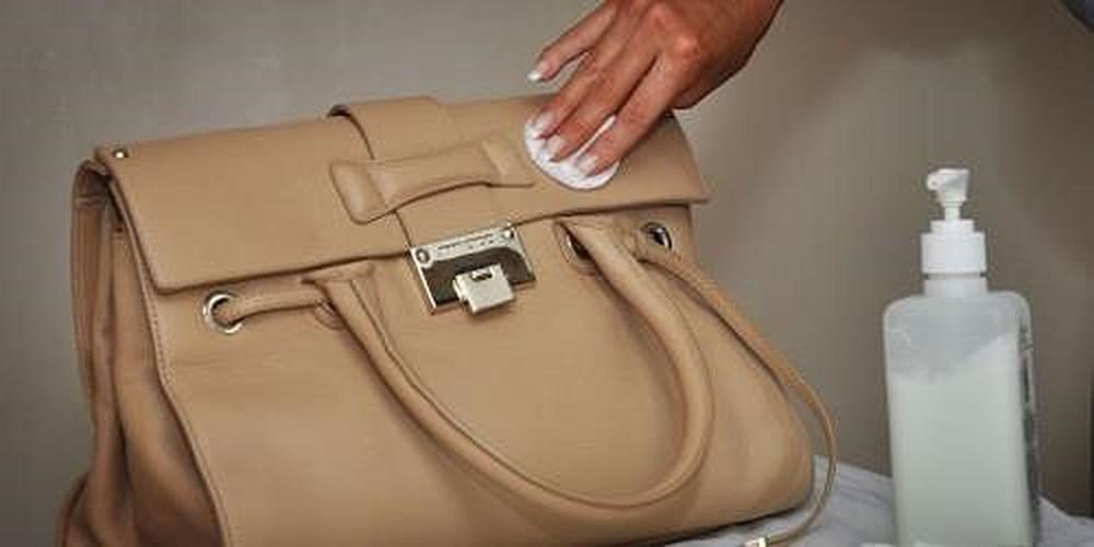 cách bảo quản túi xách không bị mốc bằng cồn