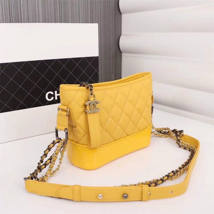 Chọn túi xách màu vàng đẹp