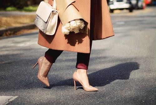 Cách đi giày cao gót không bị đau chân