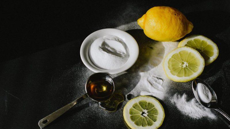 Tẩy tế bào chết bằng chanh + muối/ mật ong