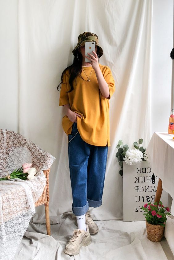 Cách phối đồ với áo thun form rộng nữ + quần jean