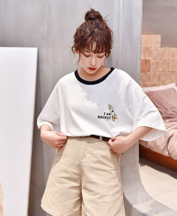 cách phối đồ với áo thun form rộng nữ và quần short